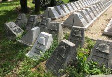 A kecskeméti Szentháromság temető több mint háromszáz I. világháborús síremlékét zúzták be